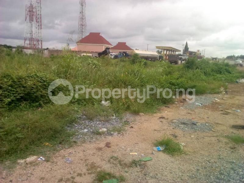 Commercial Land Land for sale Ibadan to Lagos express way  Ibadan Oyo - 2