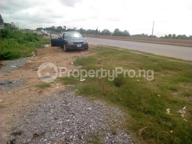 Commercial Land Land for sale Ibadan to Lagos express way  Ibadan Oyo - 6