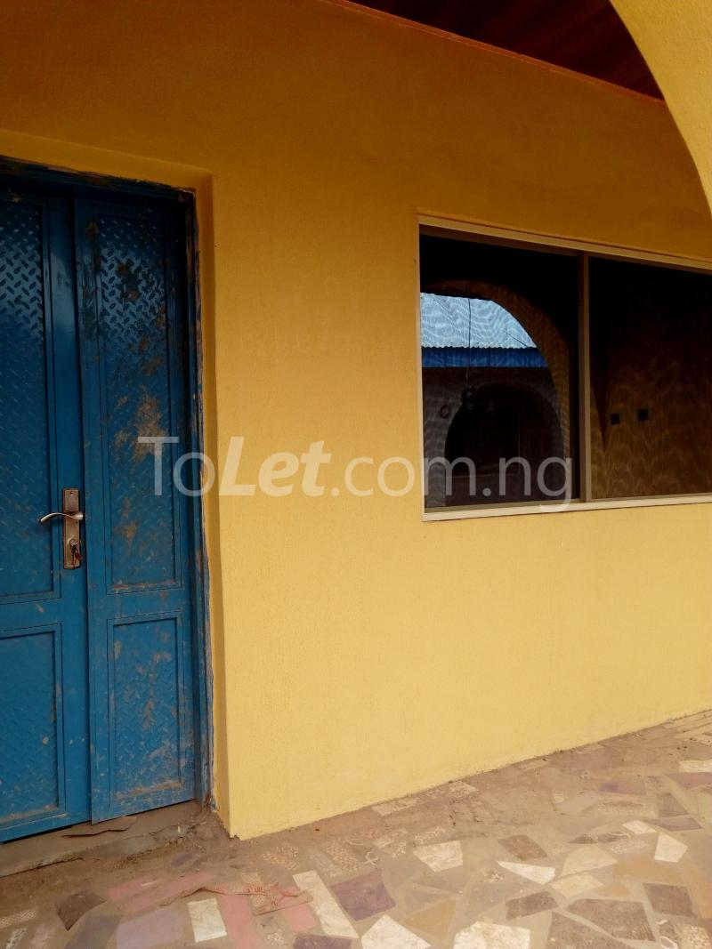 3 bedroom Flat / Apartment for rent bolakale street Kwara - 2