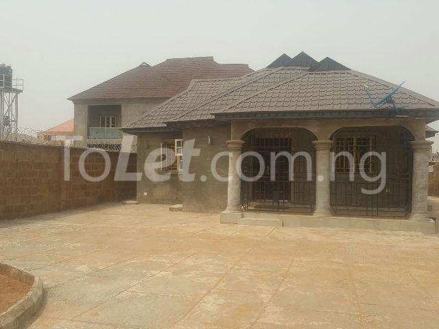 2 bedroom House for sale Off Tanke street, ILORIN GRA Ilorin Kwara - 1