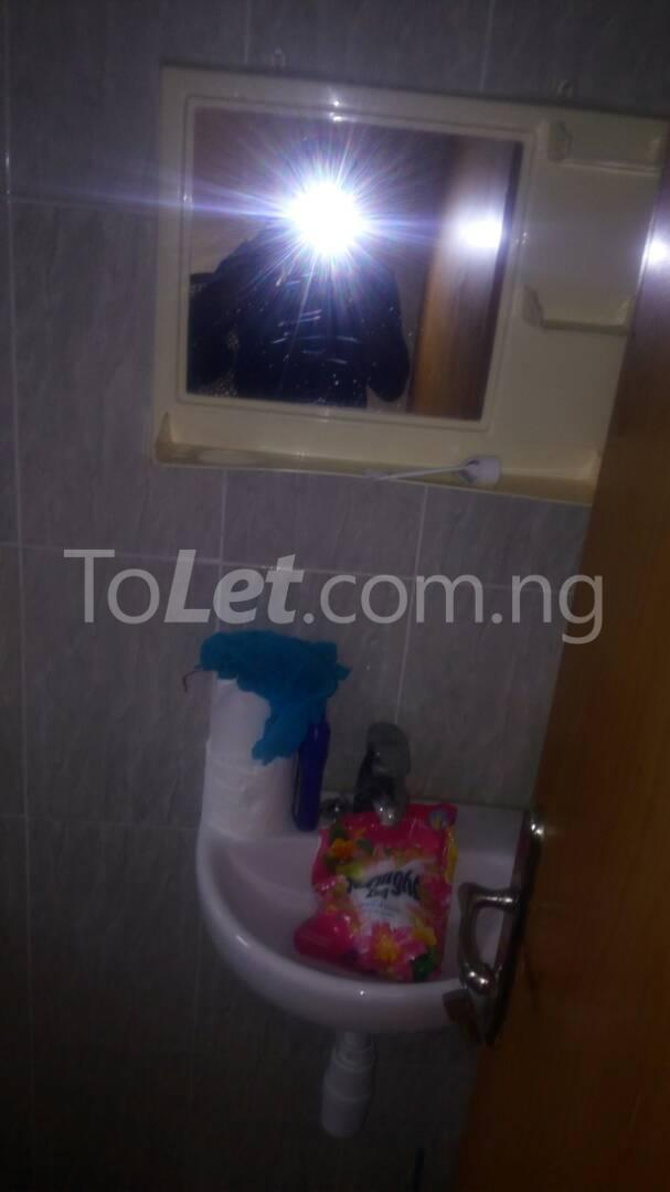 2 bedroom Flat / Apartment for rent - Randle Avenue Surulere Lagos - 5