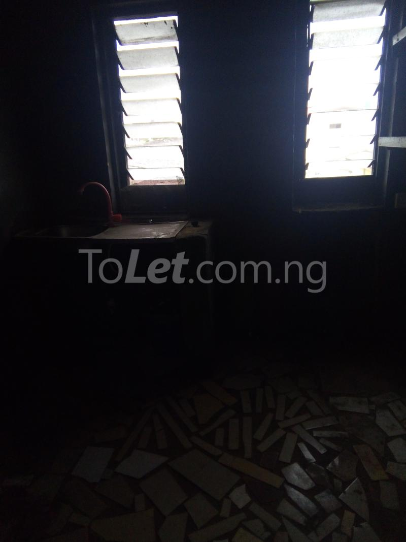 2 bedroom Flat / Apartment for rent Off Pedro road  Palmgroove Shomolu Lagos - 5