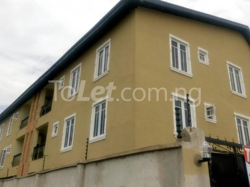 2 bedroom Flat / Apartment for rent Bajulaye  Fola Agoro Yaba Lagos - 0