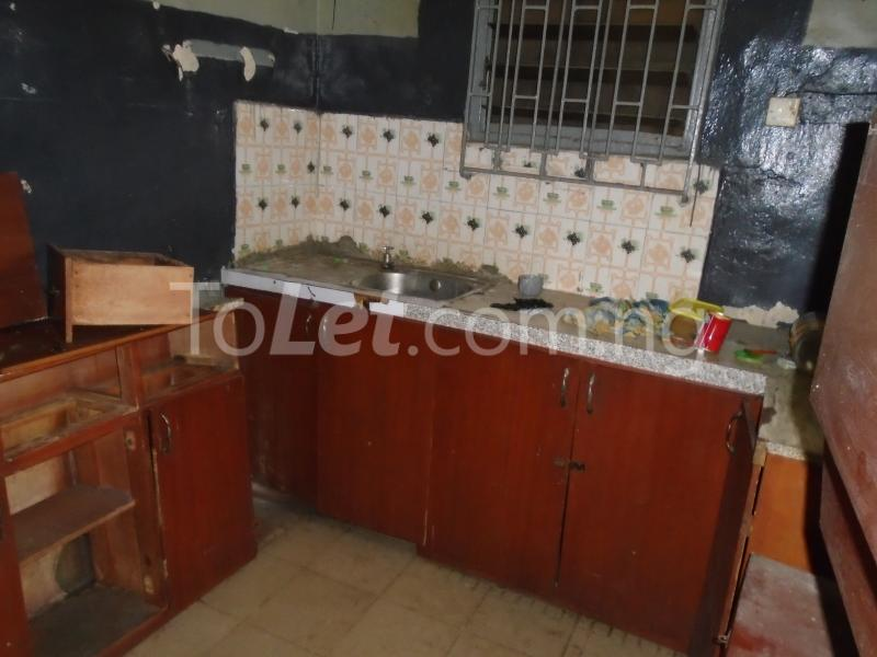 2 bedroom Flat / Apartment for rent off western avenue,By barracks,  Western Avenue Surulere Lagos - 8