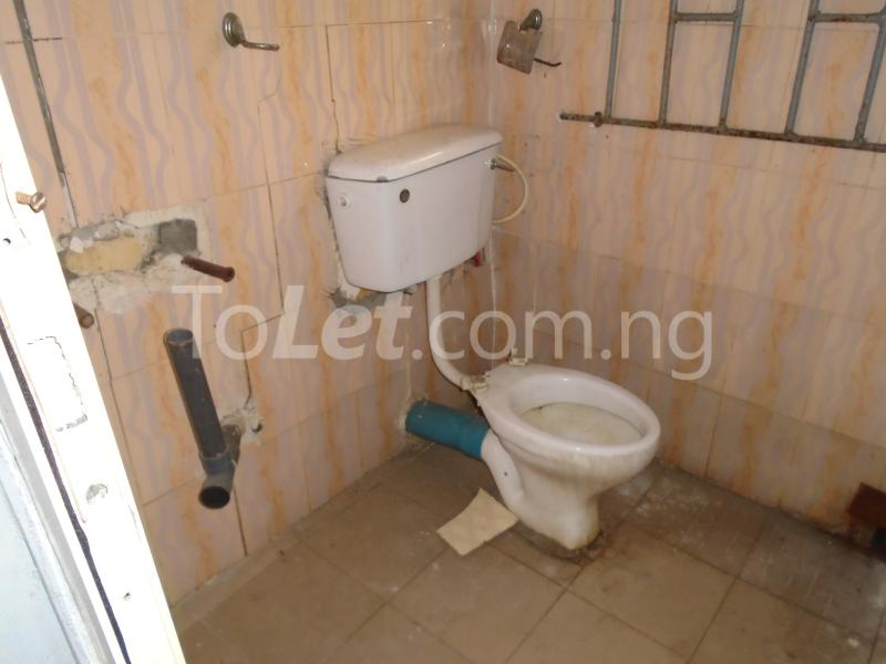 2 bedroom Flat / Apartment for rent off western avenue,By barracks,  Western Avenue Surulere Lagos - 6