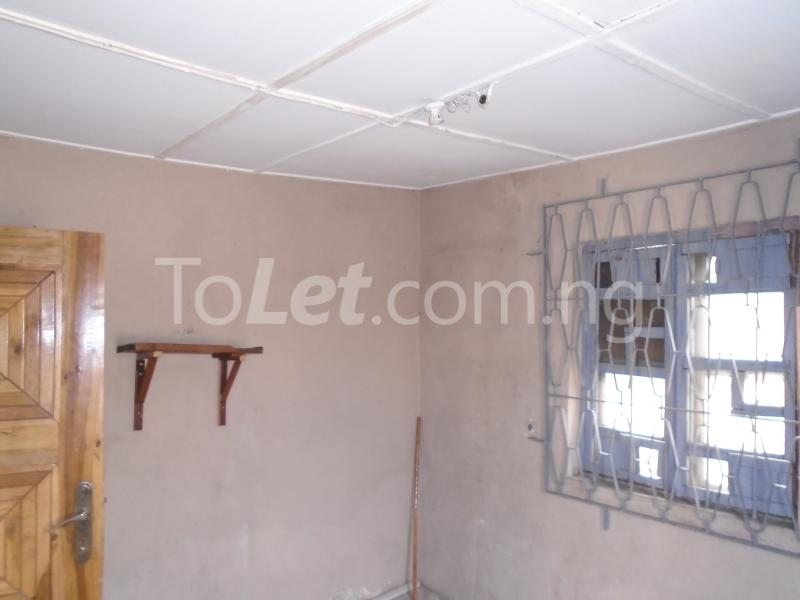2 bedroom Flat / Apartment for rent off western avenue,By barracks,  Western Avenue Surulere Lagos - 2