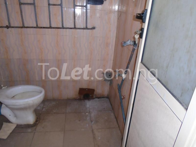 2 bedroom Flat / Apartment for rent off western avenue,By barracks,  Western Avenue Surulere Lagos - 5
