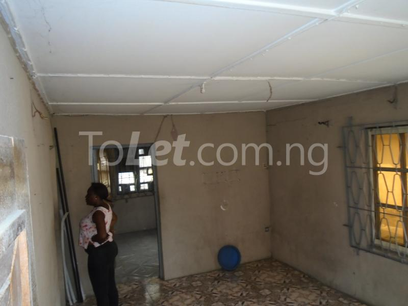 2 bedroom Flat / Apartment for rent off western avenue,By barracks,  Western Avenue Surulere Lagos - 1