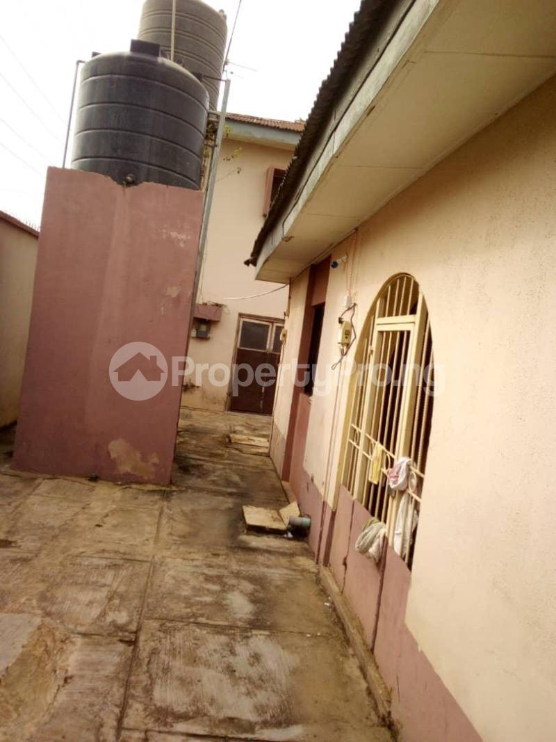 10 bedroom Blocks of Flats House for sale  oyedemi close to adetokun,ologuneru eleyele ibadan Ido Oyo - 13
