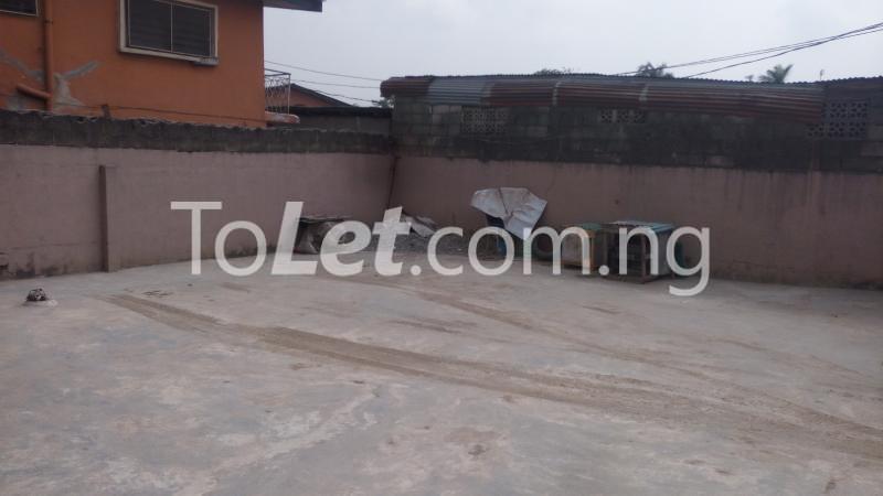 2 bedroom Flat / Apartment for sale Off Bajulaye Road Folagoro  Bariga Shomolu Lagos - 2