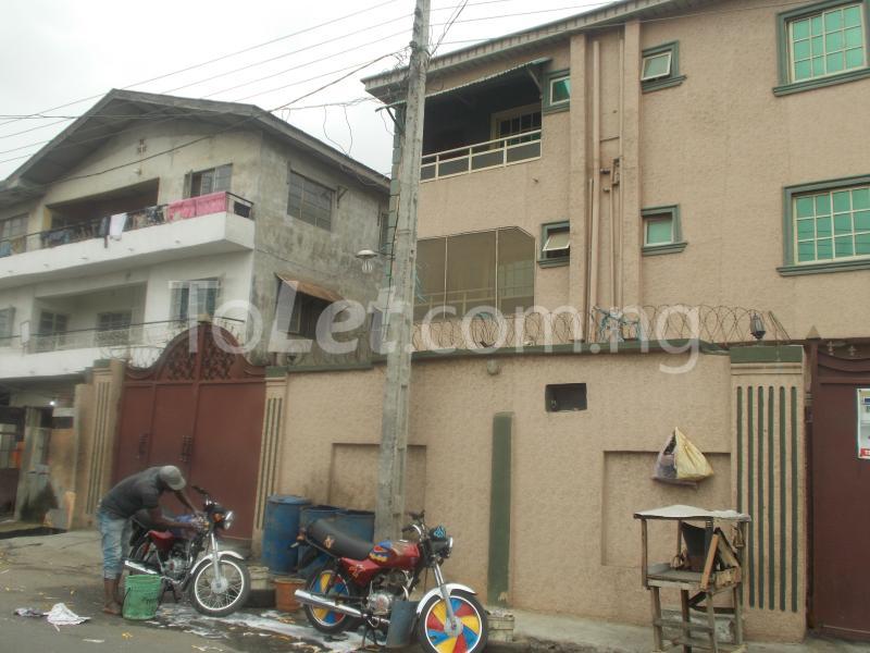 3 bedroom Flat / Apartment for rent Fakorede Street. Shomolu Shomolu Lagos - 1