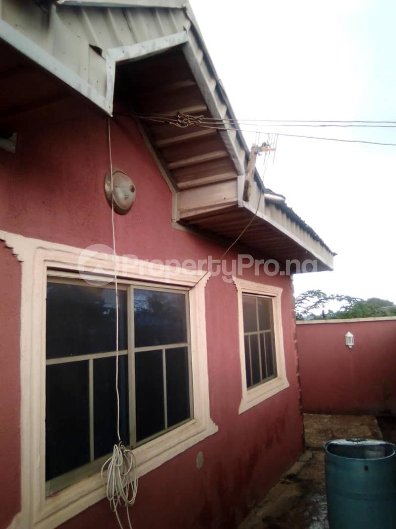 4 bedroom Detached Bungalow House for sale 3 bedroom bungalow at Olupoyi Apata after After Bembo ibadan Oluyole Estate Ibadan Oyo - 1
