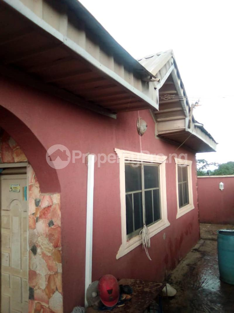 4 bedroom Detached Bungalow House for sale 3 bedroom bungalow at Olupoyi Apata after After Bembo ibadan Oluyole Estate Ibadan Oyo - 2