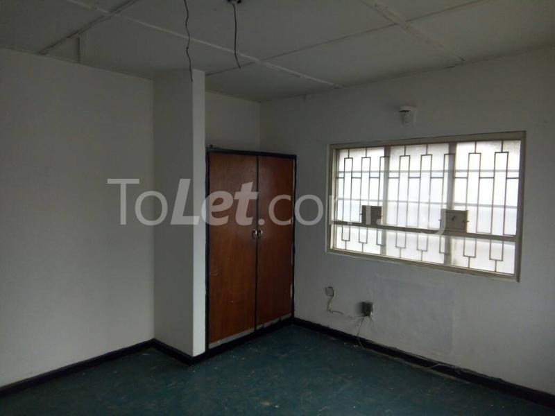 3 bedroom Flat / Apartment for rent - Ilupeju Lagos - 6