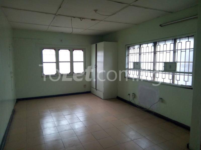 3 bedroom Flat / Apartment for rent - Ilupeju Lagos - 1