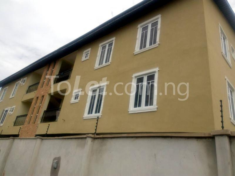 3 bedroom Flat / Apartment for rent Bajulaye  Fola Agoro Yaba Lagos - 4