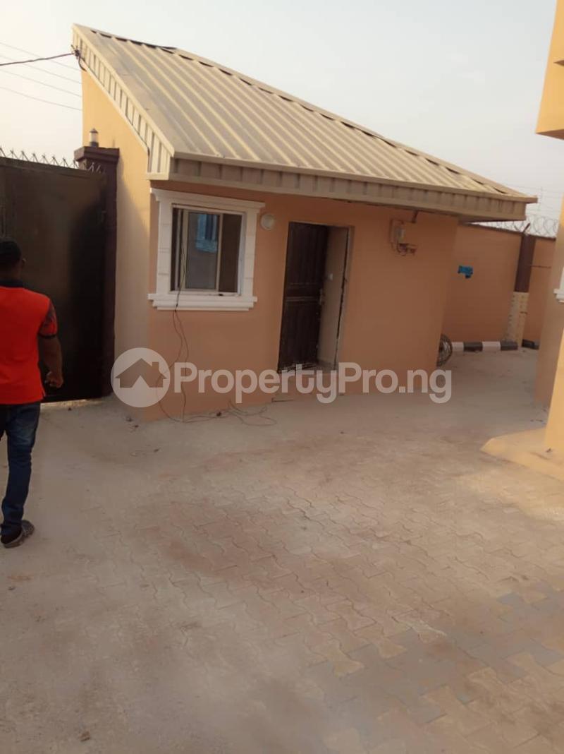 3 bedroom Flat / Apartment for rent ologuneru area off  Eleyele Ibadan Oyo - 5