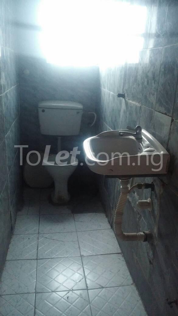 3 bedroom Flat / Apartment for rent  off ishaga road close to lawanson Lawanson Surulere Lagos - 7