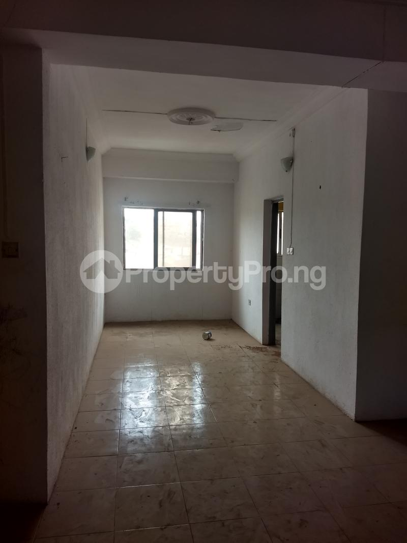 3 bedroom Flat / Apartment for rent Off ishola Bello by akiode bus stop Ojodu Lagos - 7