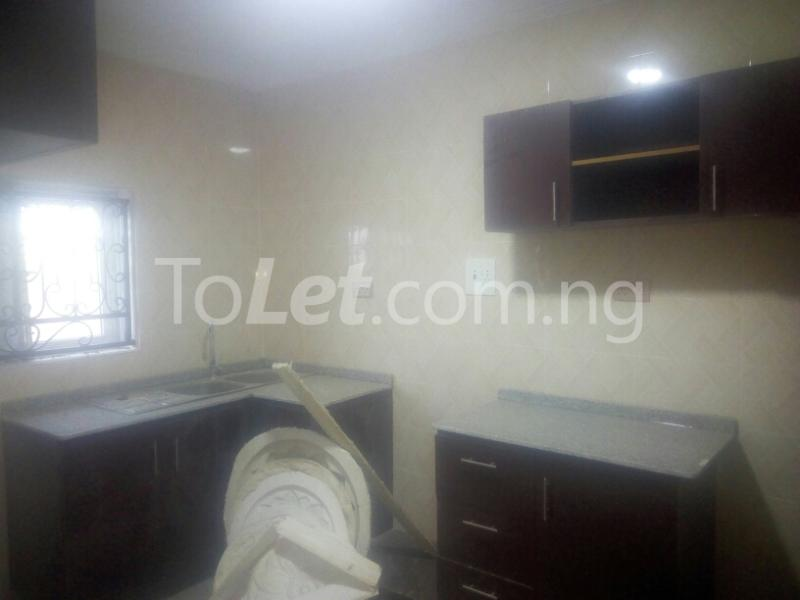 3 bedroom Flat / Apartment for rent adeoye adeoshun close Akobo Ibadan Oyo - 1