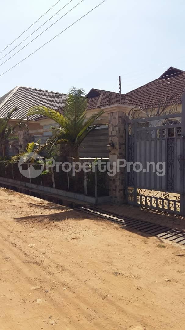 3 bedroom Detached Bungalow House for sale Highcost,Kaduna Kaduna South Kaduna - 8