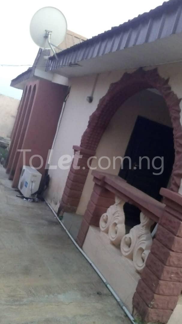 9 bedroom House for sale Adjascent Nurdork gas filling stations Bcj Apata Ibadan Apata Ibadan Oyo - 1