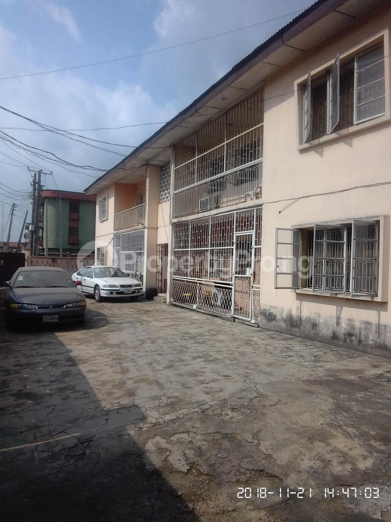 3 bedroom Flat / Apartment for rent Akinsanya Phase 1 Gbagada Lagos - 3