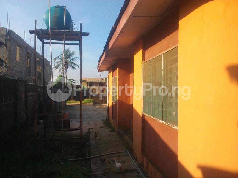3 bedroom Semi Detached Bungalow House for sale Fagbile Estate  Bucknor Isolo Lagos - 4