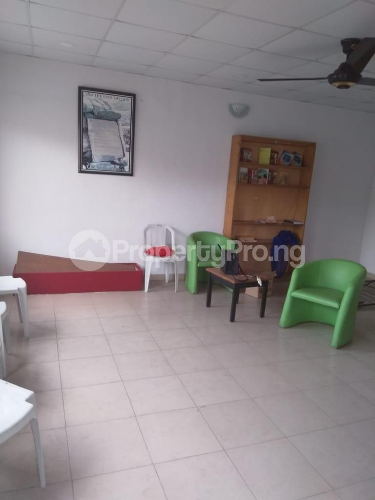 3 bedroom Detached Bungalow House for rent Shomade Crescent Adeniran Ogunsanya Surulere Lagos - 2