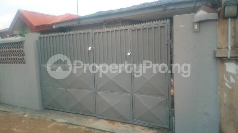 3 bedroom Detached Bungalow House for rent . Surulere Lagos - 5