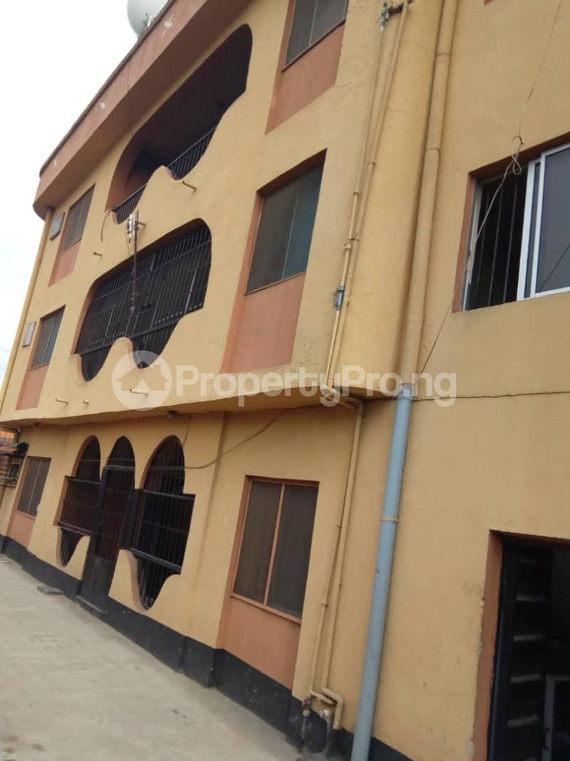 3 bedroom Commercial Property for rent R-jolad hospital axis Gbagada Lagos - 2