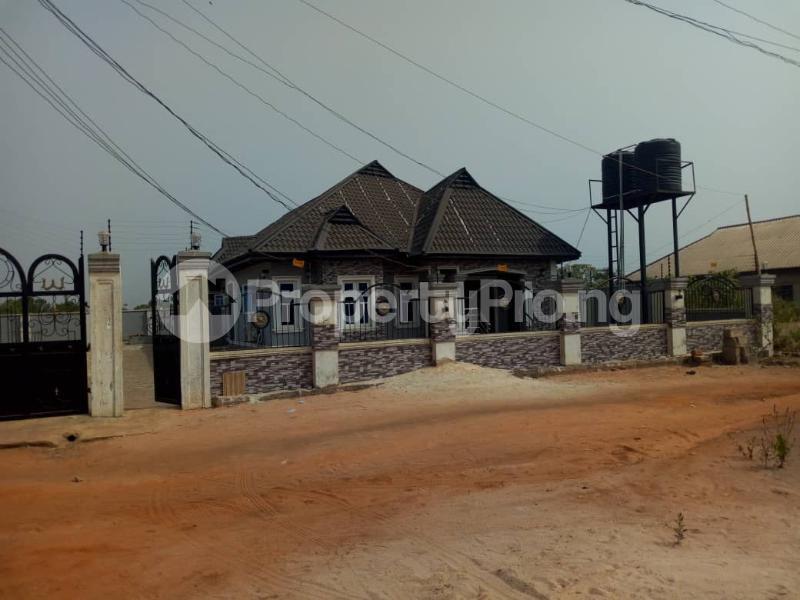 6 bedroom Detached Bungalow House for sale Ikouniro Oredo Edo - 4
