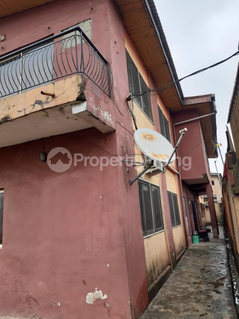 Flat / Apartment for sale Off Pedro road  Palmgroove Shomolu Lagos - 2