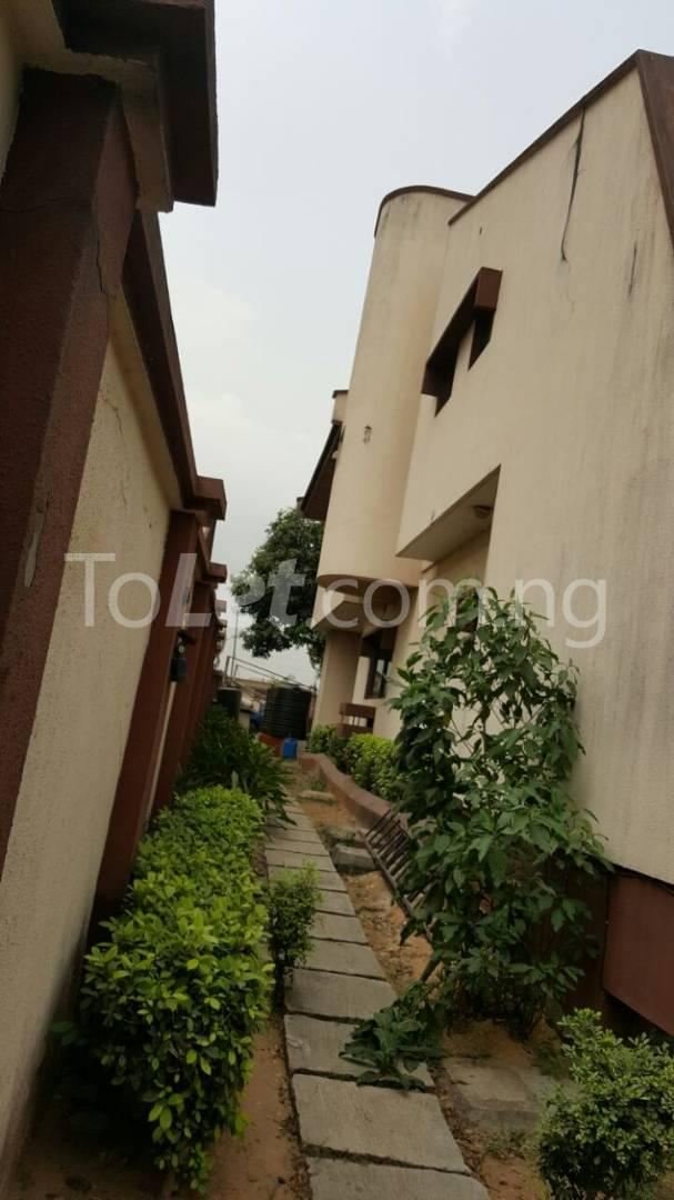 5 bedroom House for sale Sosanya Street off Soluyi Bus Stop Soluyi Gbagada Lagos - 3