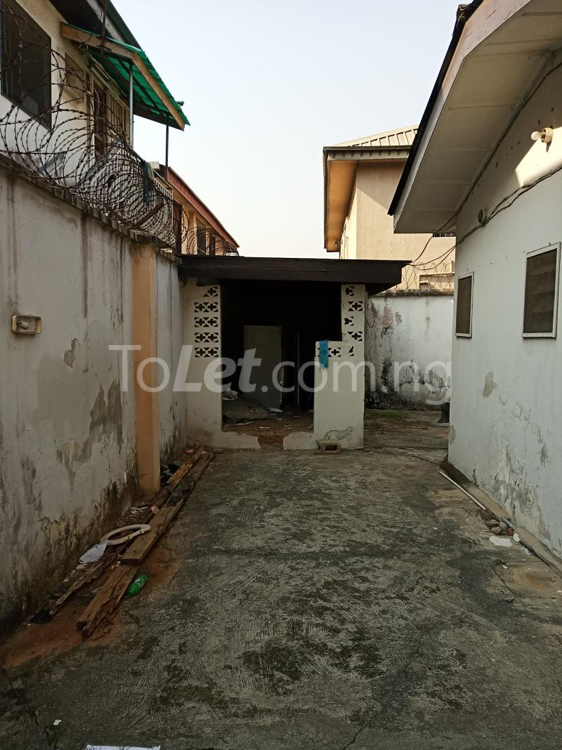 5 bedroom Semi Detached Duplex House for sale Atunrase Atunrase Medina Gbagada Lagos - 6