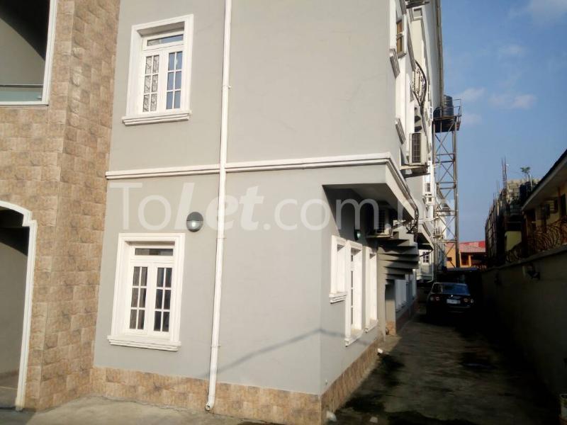 3 bedroom Flat / Apartment for sale Sosanya street   Soluyi Gbagada Lagos - 8