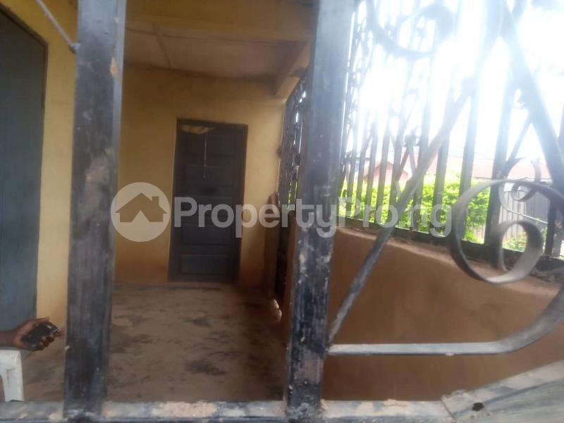 8 bedroom Detached Bungalow House for sale Close to teachers house, Ogida barrack, siloku road Egor Edo - 5