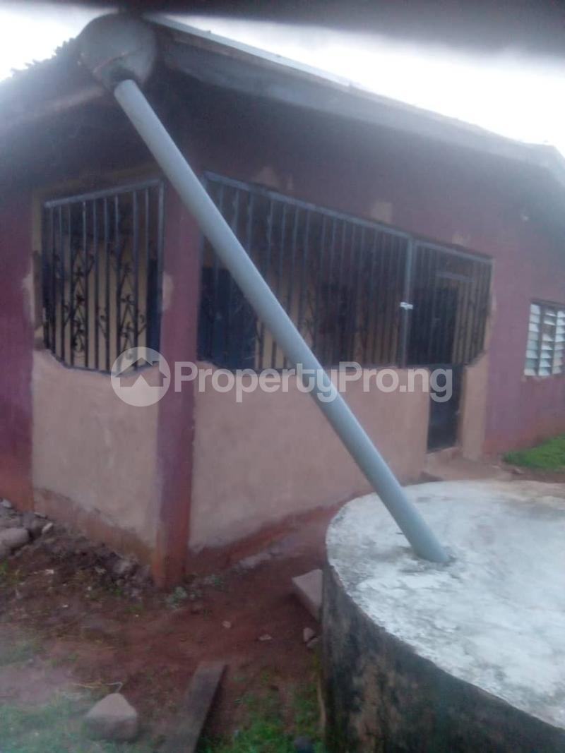8 bedroom Detached Bungalow House for sale Close to teachers house, Ogida barrack, siloku road Egor Edo - 10