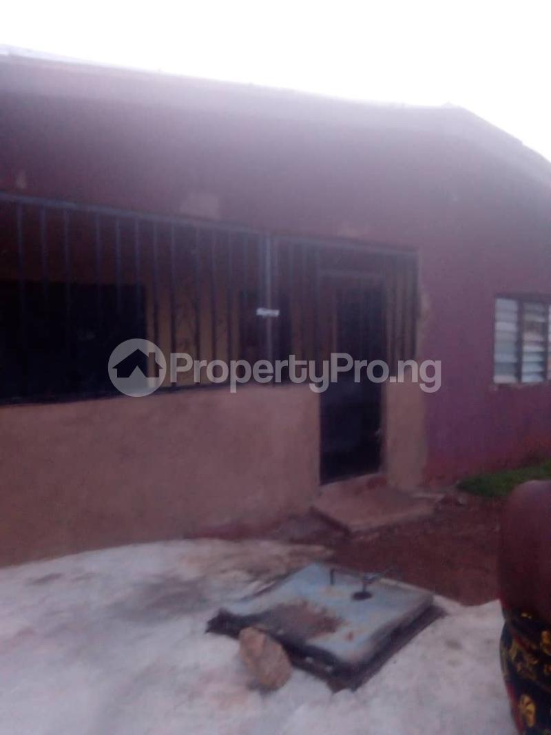 8 bedroom Detached Bungalow House for sale Close to teachers house, Ogida barrack, siloku road Egor Edo - 0