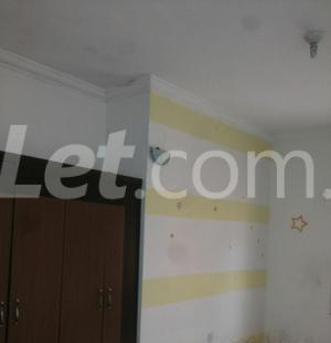 3 bedroom Shared Apartment Flat / Apartment for rent Onike Estate Onike Yaba Lagos - 7
