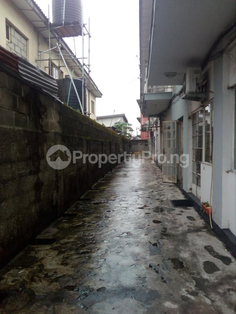 Blocks of Flats House for sale Off bode Thomas  Bode Thomas Surulere Lagos - 3