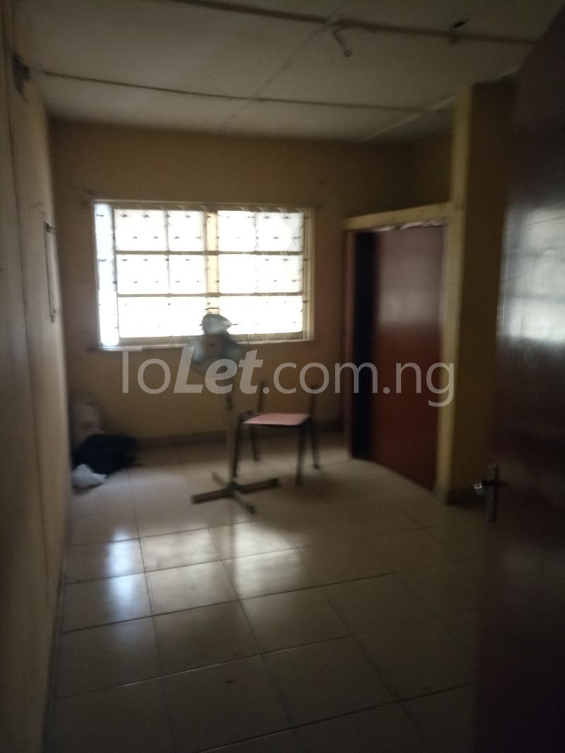 3 bedroom Flat / Apartment for rent Off Bajulaiye Road Shomolu Shomolu Lagos - 3