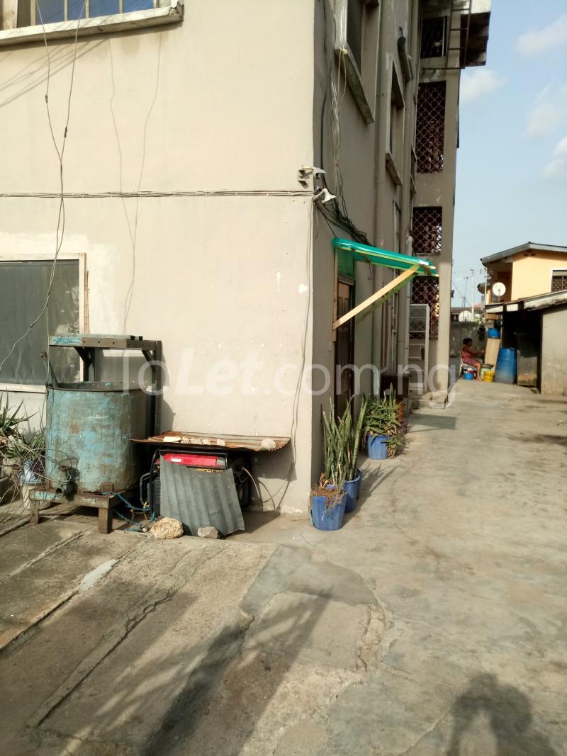 3 bedroom Flat / Apartment for rent Off Bajulaiye Road Shomolu Shomolu Lagos - 0