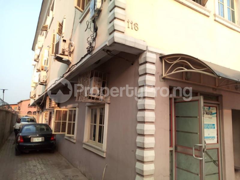 3 bedroom Flat / Apartment for rent Apata Shomolu Shomolu Lagos - 0