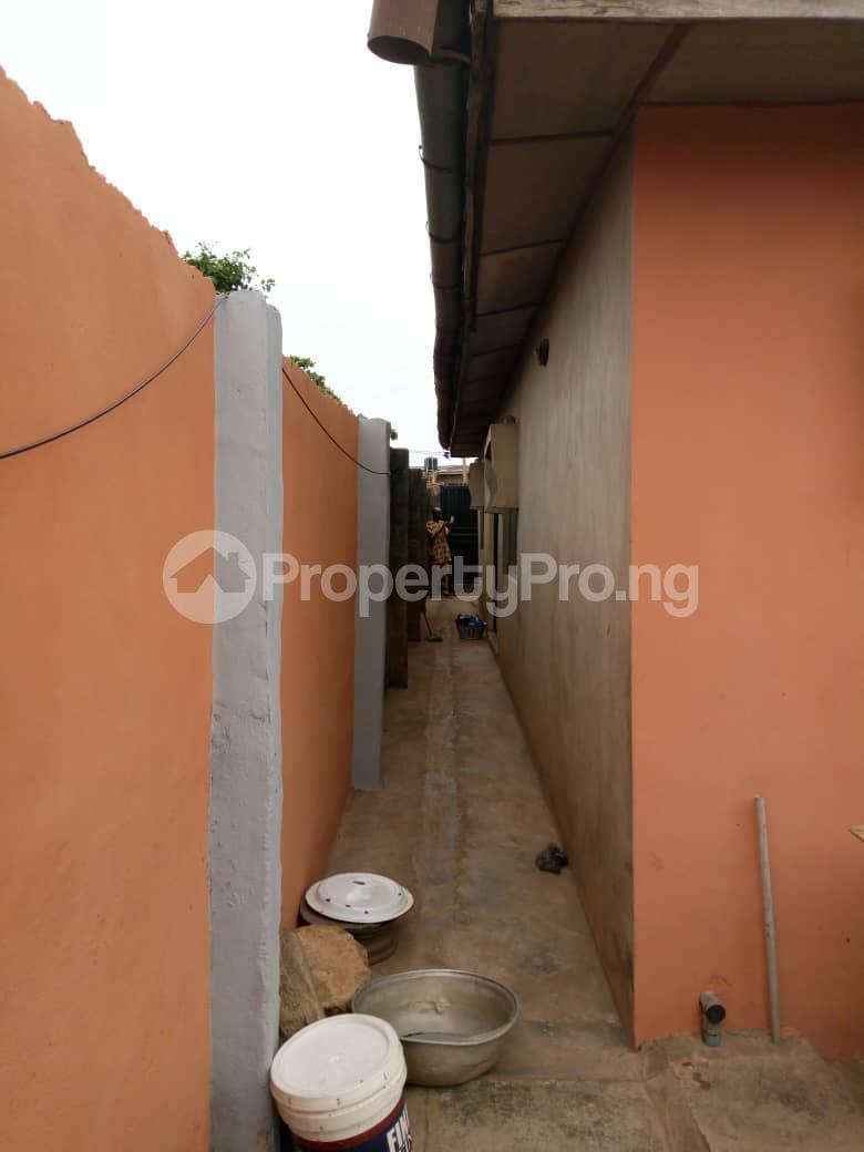 3 bedroom Detached Bungalow House for sale Isebo road Alakia Ibadan Oyo - 3