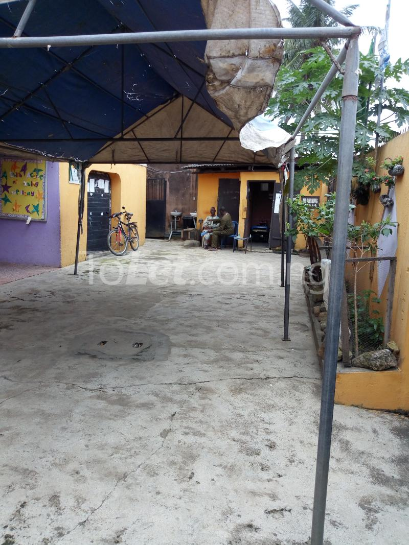 2 bedroom Commercial Property for sale sadiku street Ilasamaja Mushin Lagos - 4