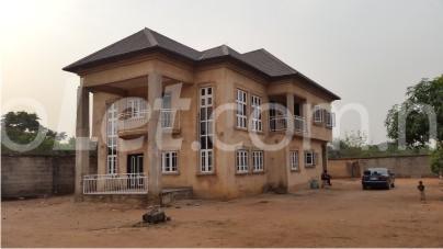 6 bedroom House for sale Ellen Sirleaf Road, Owerri Imo - 0