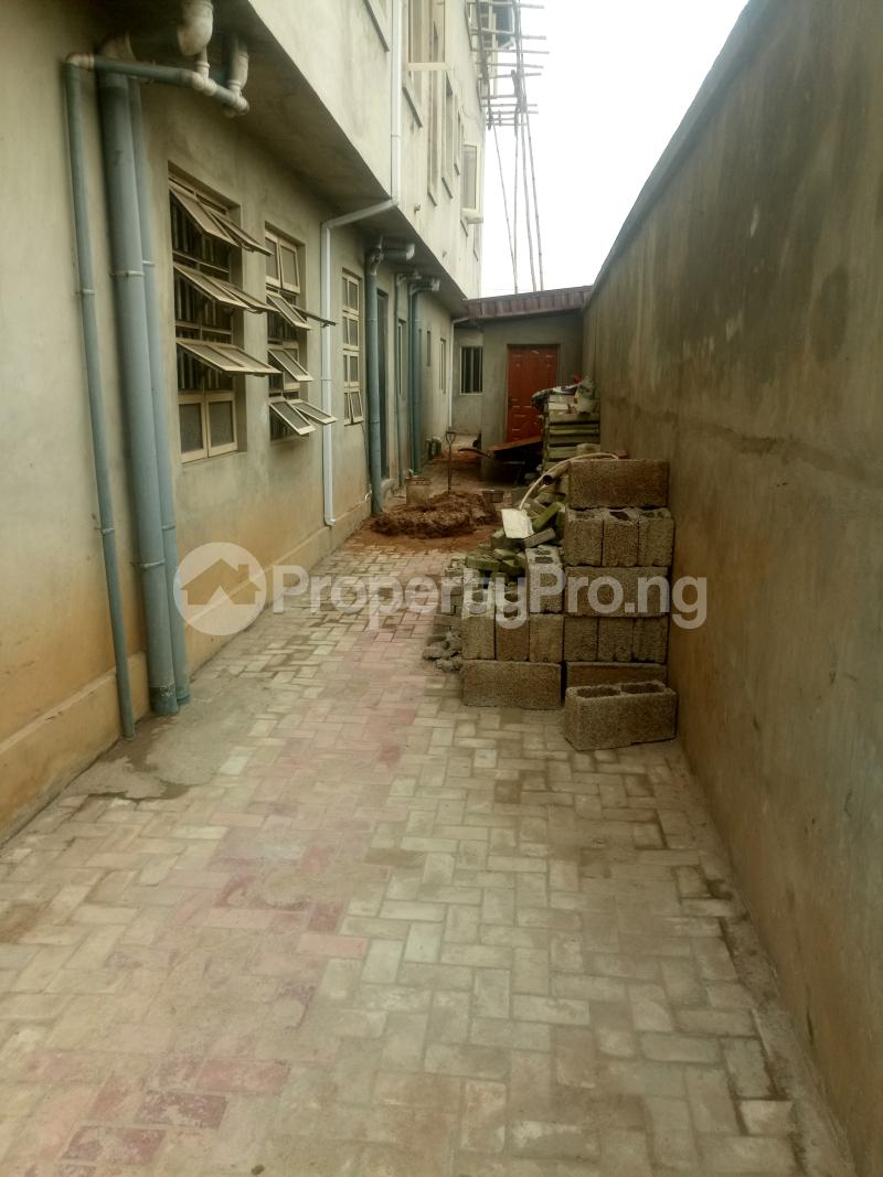 3 bedroom Blocks of Flats House for rent off Ishaga road Ojuelegba Surulere Lagos - 17