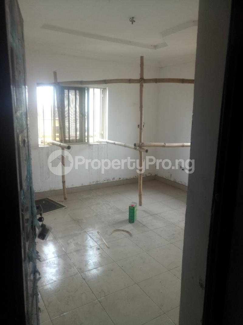 3 bedroom Blocks of Flats House for rent off Ishaga road Ojuelegba Surulere Lagos - 2