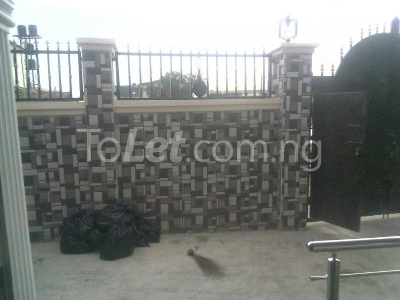 2 bedroom Flat / Apartment for rent ishaga road Itire Surulere Lagos - 4